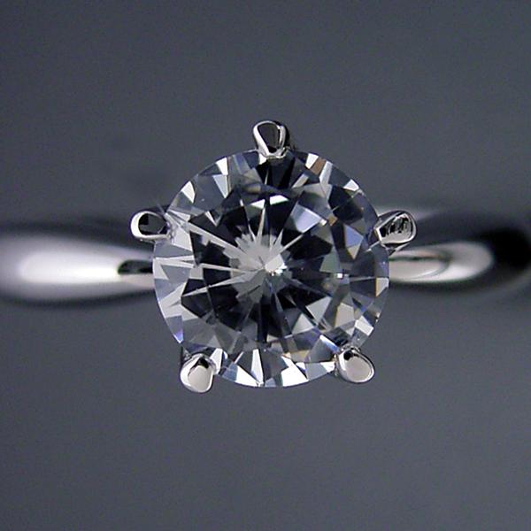 1カラット版: 珍しい5本爪の婚約指輪