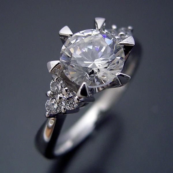 画像1: 1カラット版:6本爪ゴージャスデザインの婚約指輪 (1)