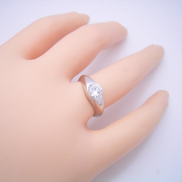 1カラット版:少し変わった伏せこみタイプの婚約指輪