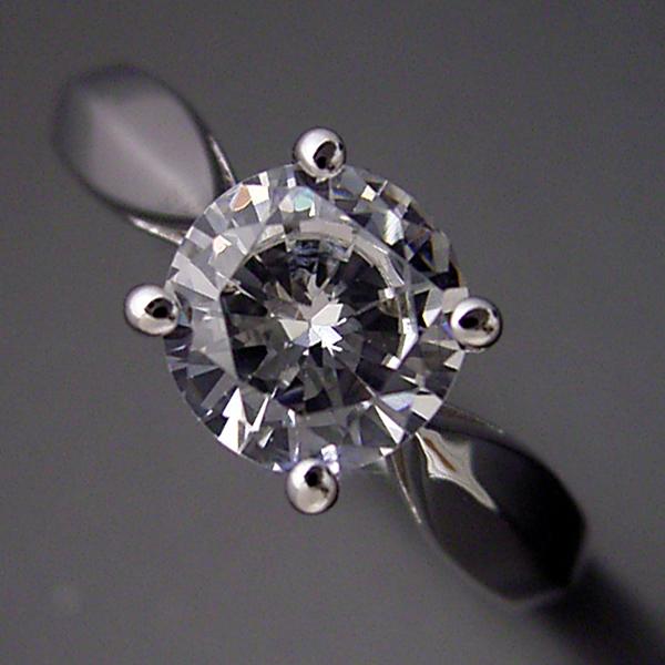1カラット版:4本爪の新しいデザインの婚約指輪