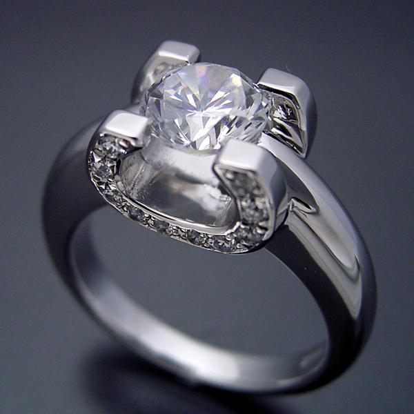 画像1: ブランドジュエリーに似たような婚約指輪 (1)