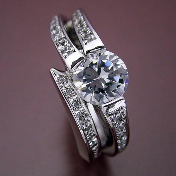 画像1: 1カラットらしいデザインを考えた婚約指輪 (1)
