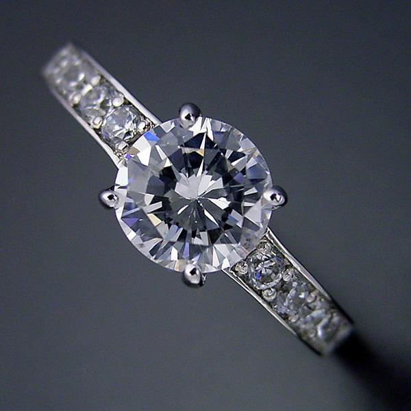 ブランドジュエリーのエンゲージリングのような婚約指輪