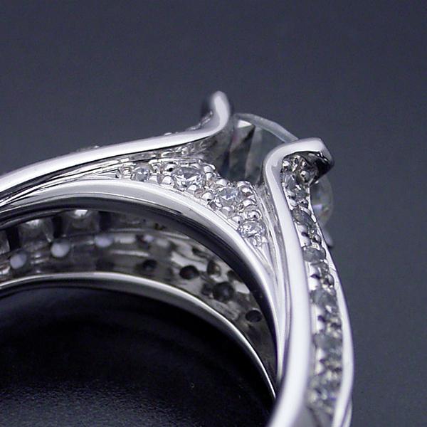 物凄く豪華な「極(きわみ)」の婚約指輪