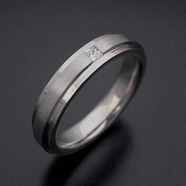 画像1: 「硬質」と「シャープ」をイメージした結婚指輪 (1)