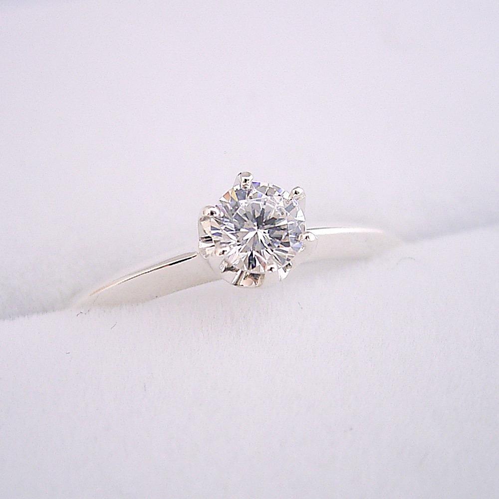 画像1: どの指輪のデザインとも違う、6本爪ティファニーセッティングタイプの婚約指輪 (1)