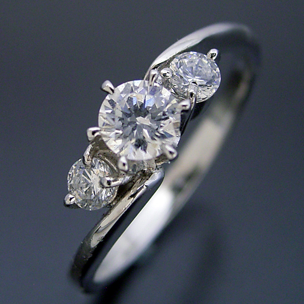 画像1: 6本爪サイドメレデザインの婚約指輪 (1)