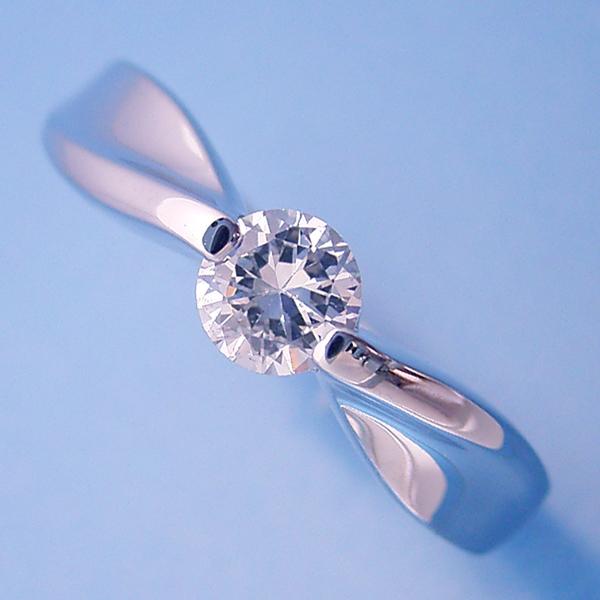画像1: デザイン性が豊かなスタンダードな婚約指輪 (1)
