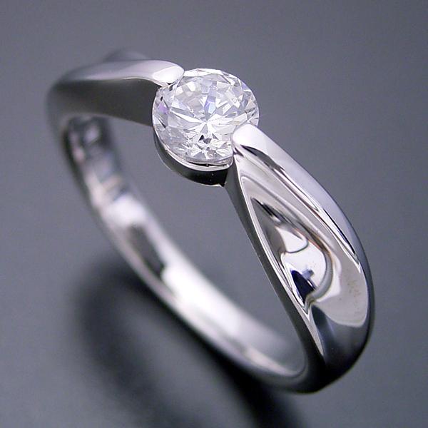 デザイン性が豊かなスタンダードな婚約指輪