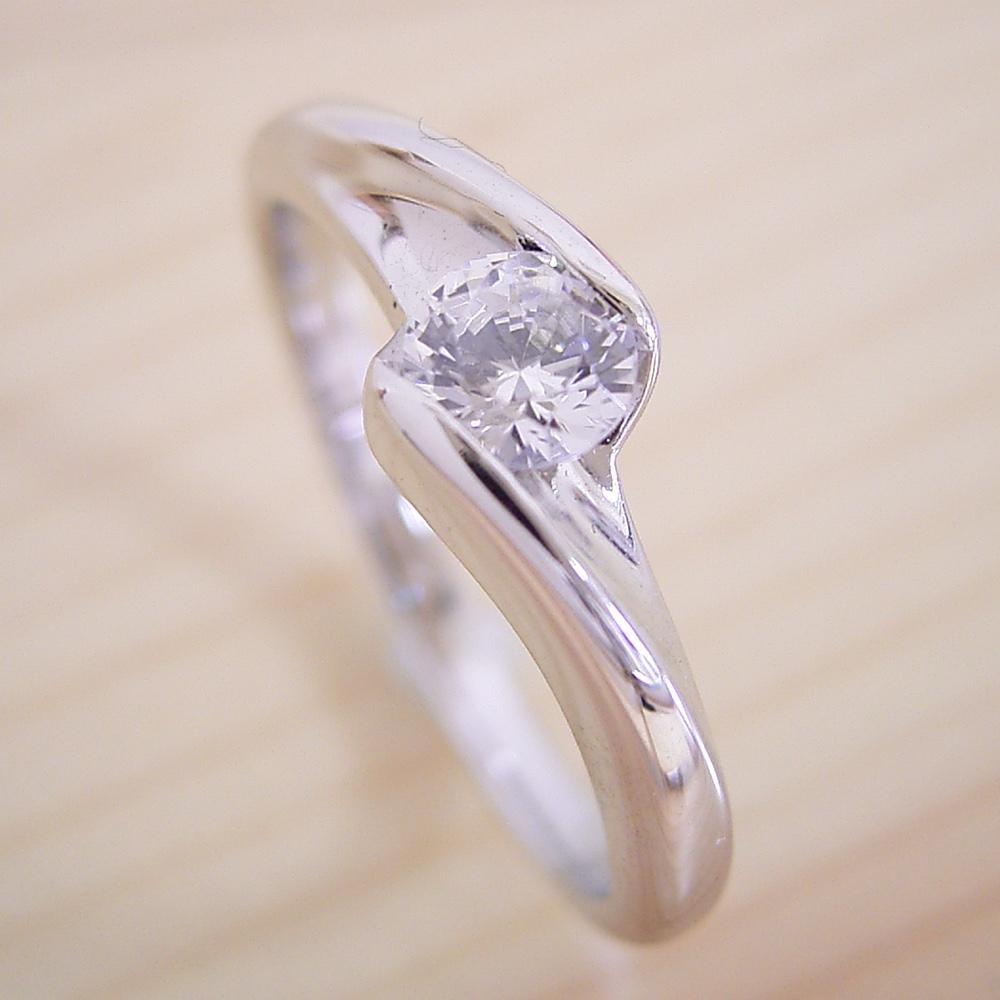 画像1: 流れるようなラインの伏せこみタイプの婚約指輪 (1)