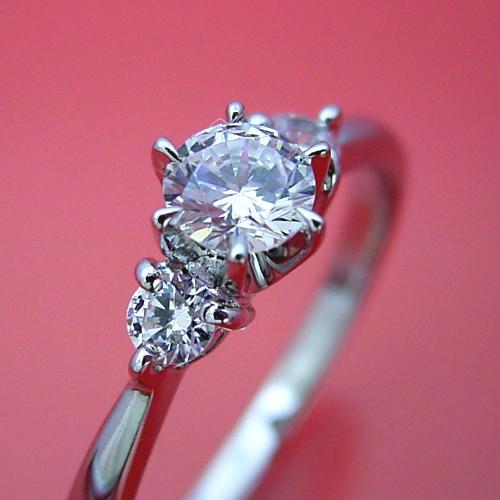 画像1: 6本爪サイドメレスリーストーンタイプの婚約指輪 (1)