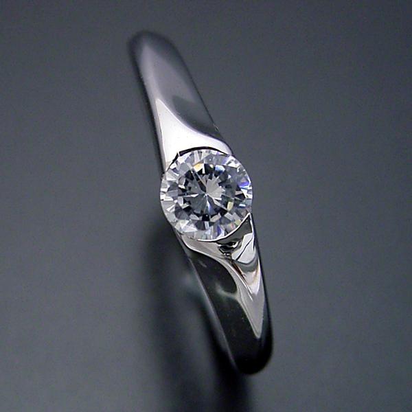 画像1: 絶妙なラインを描く婚約指輪 (1)