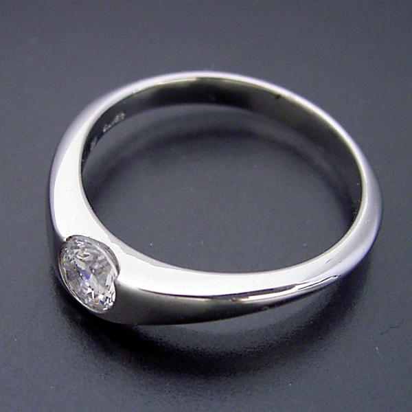 少し変わった伏せこみタイプの婚約指輪