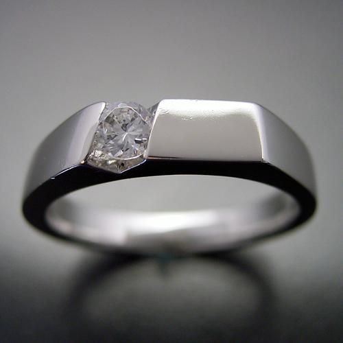 男性的な格好良さのある婚約指輪