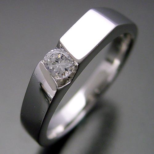 画像1: 男性的な格好良さのある婚約指輪 (1)