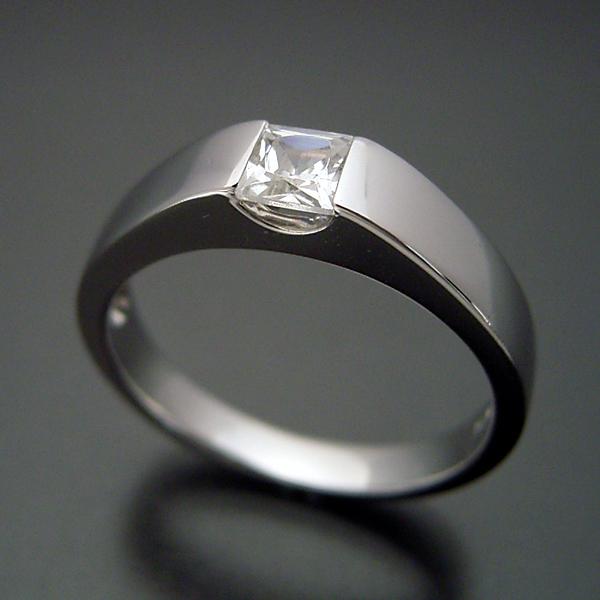アレキサンドライトの婚約指輪
