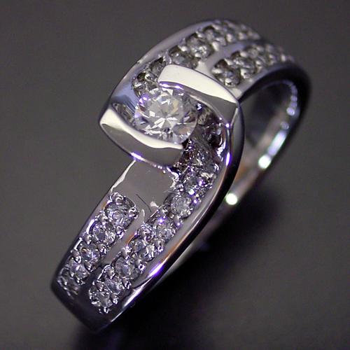 画像1: 綺麗なひねり方の婚約指輪 (1)