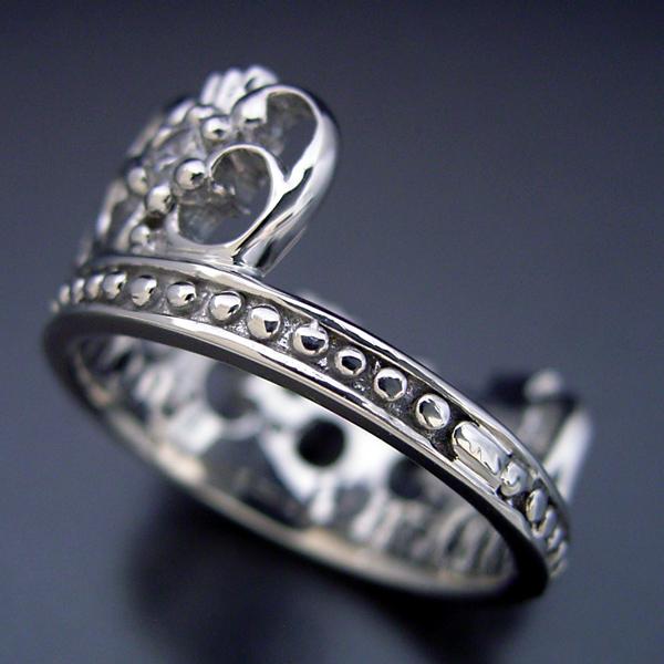 豪華な王冠(クラウン)デザインの婚約指輪