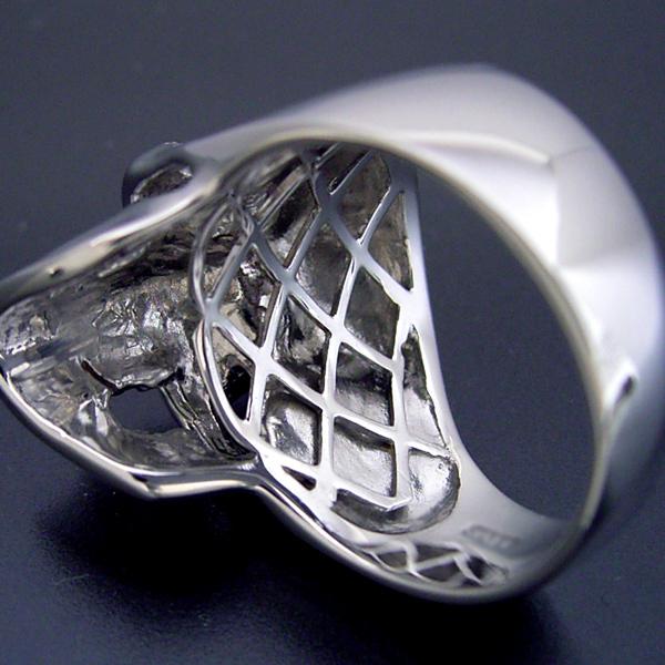 スカルをモチーフとした少し小さくて可愛い婚約指輪