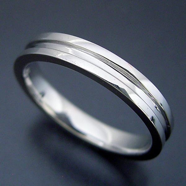 シンプルなラインの結婚指輪