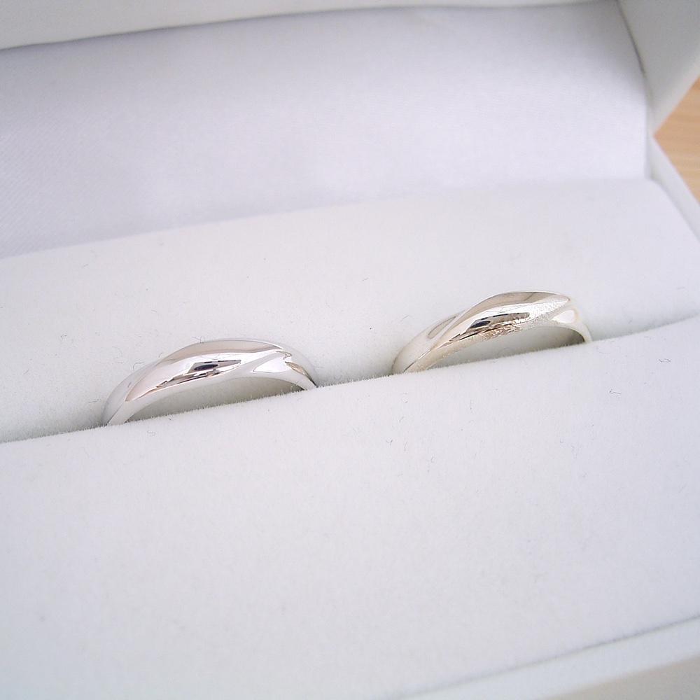 画像1: ダイヤモンドを留めるともっと良くなると思う結婚指輪のペアリング (1)