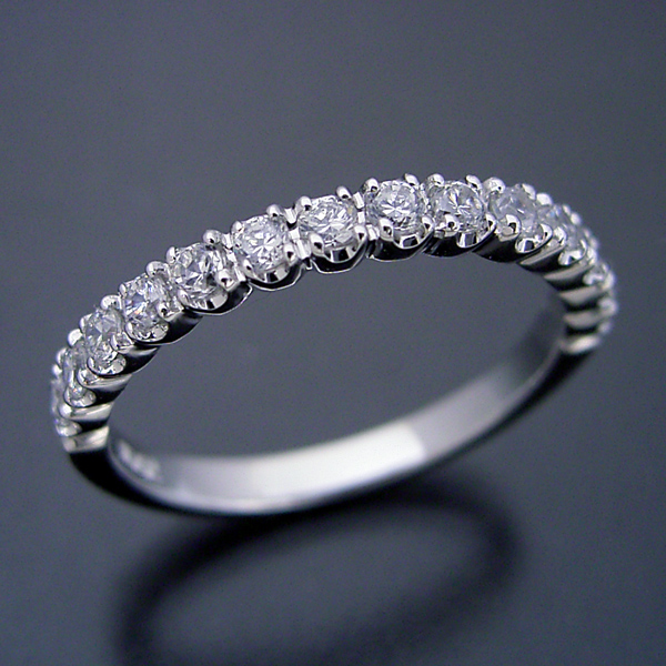 画像1: 最高品質のダイヤモンドで作るハーフエタニティリング (1)