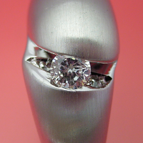 画像1: ガンダム世代に贈りたい婚約指輪  (1)