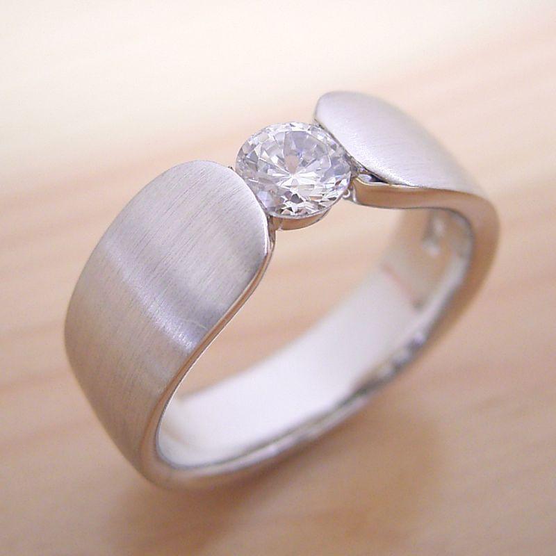 画像1: 指当たりが最高の婚約指輪「Kiwami type F」 (1)
