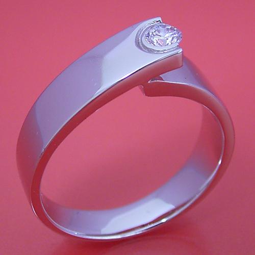 シンプルなデザインなのに恐ろしくスタイリッシュな婚約指輪