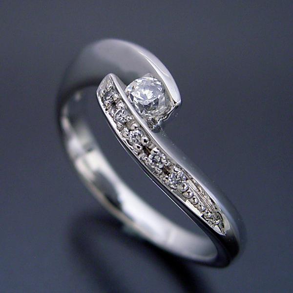画像1: 地金を使ってボリュームを出した婚約指輪 (1)