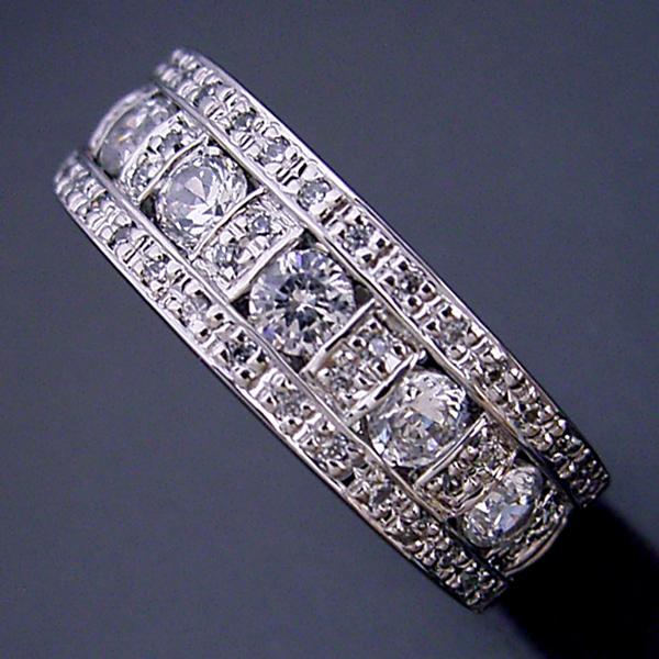 地金とメレダイヤをふんだんに使ったハーフエタニティリング