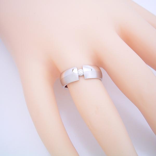 ダイヤよりも着け心地を重視した婚約指輪