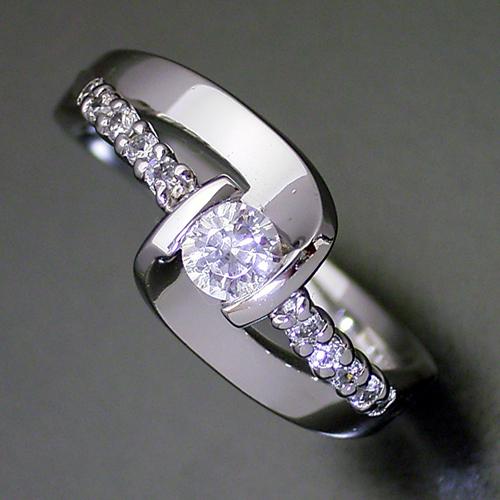 画像1: 色々な角度から眺めたくなる婚約指輪 (1)