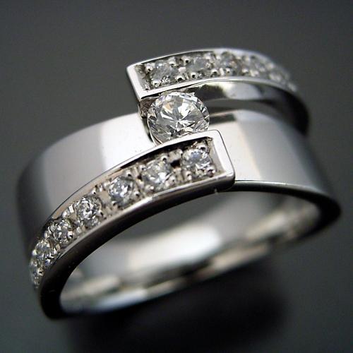 画像1: ごつくてゴージャスな婚約指輪 (1)