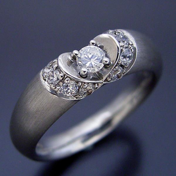画像1: 隠れたハートをイメージした婚約指輪 (1)
