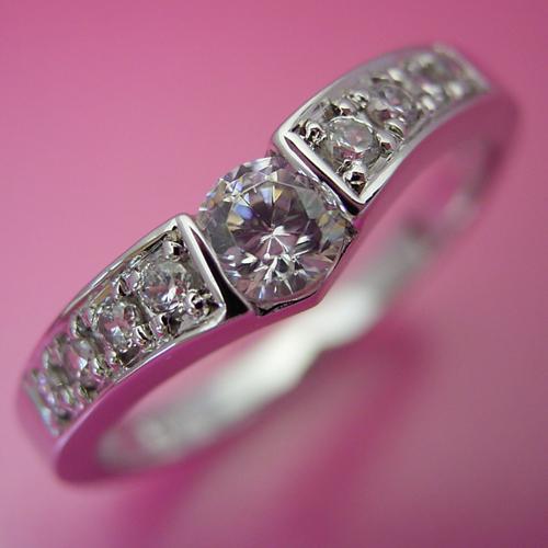 画像1: 本当はピンクダイヤモンドを入れて欲しい婚約指輪 (1)