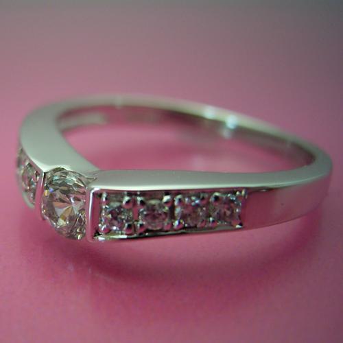 本当はピンクダイヤモンドを入れて欲しい婚約指輪