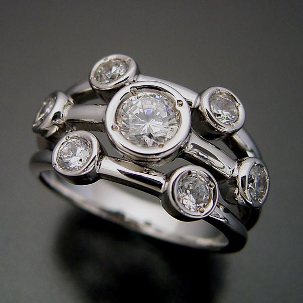 画像1: 身に着ける人を選ぶ大人の婚約指輪 (1)