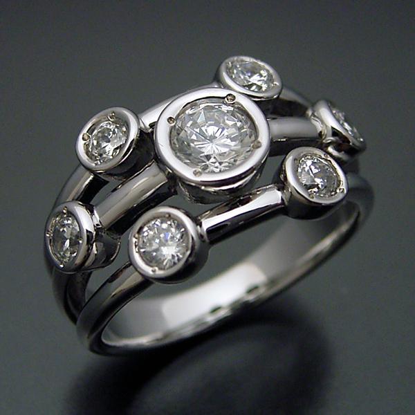 身に着ける人を選ぶ大人の婚約指輪