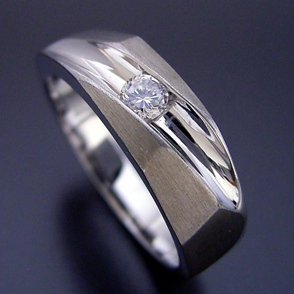 ツヤ消し加工が似合う婚約指輪