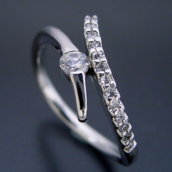 画像1: シンプルで豪華な婚約指輪 (1)