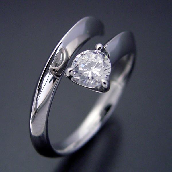 画像1: スッキリとしてシンプルな婚約指輪 (1)