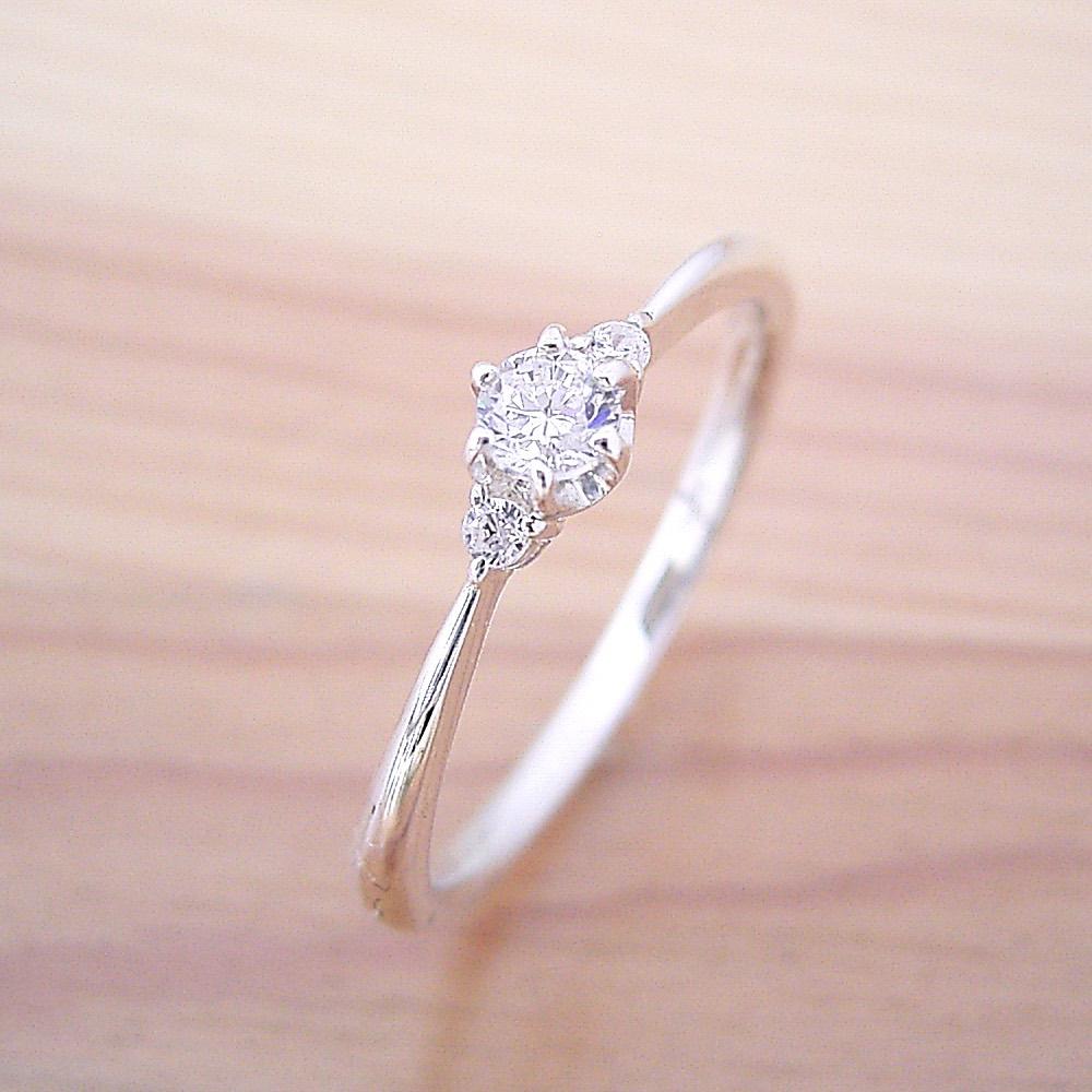 画像1: サイドメレが付いた、シンプルティファニーセッティングリング婚約指輪 (1)