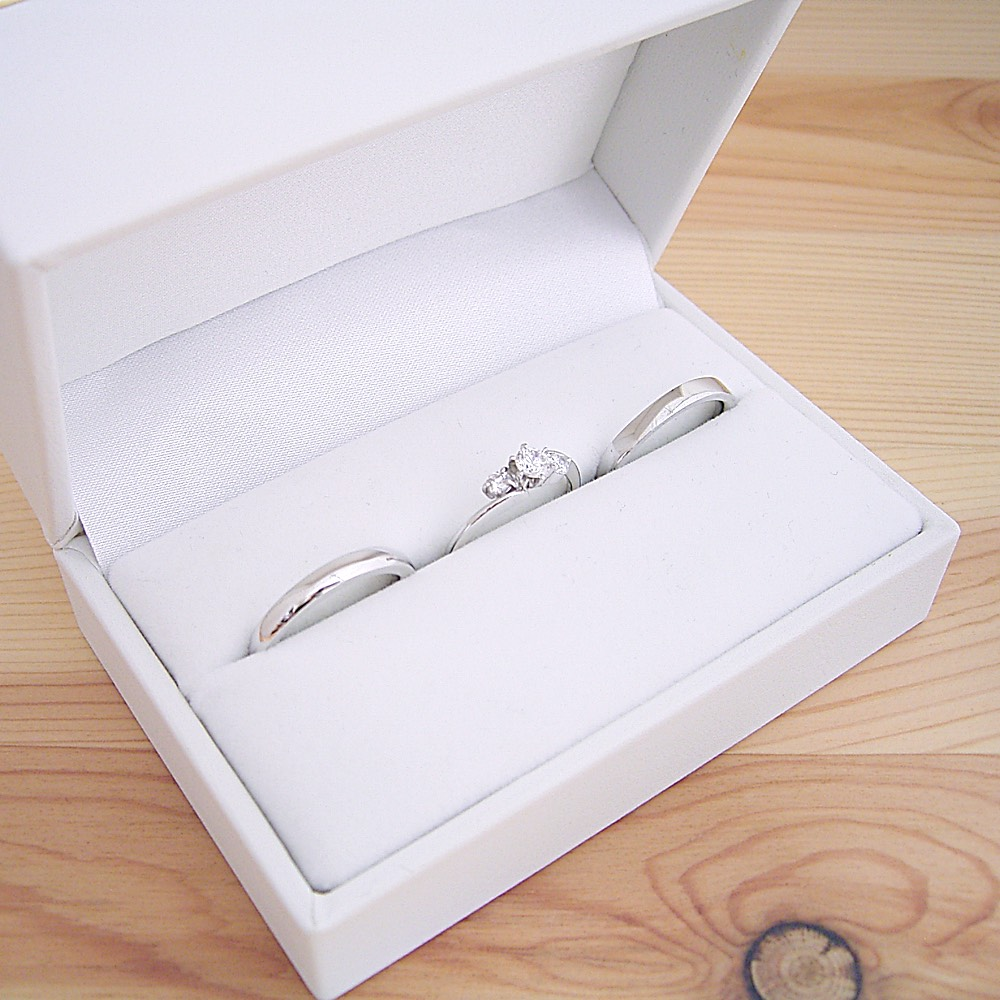 画像1: 婚約指輪・結婚指輪 ブライダルリングセット「6本爪サイドメレデザインの婚約指輪」 (1)