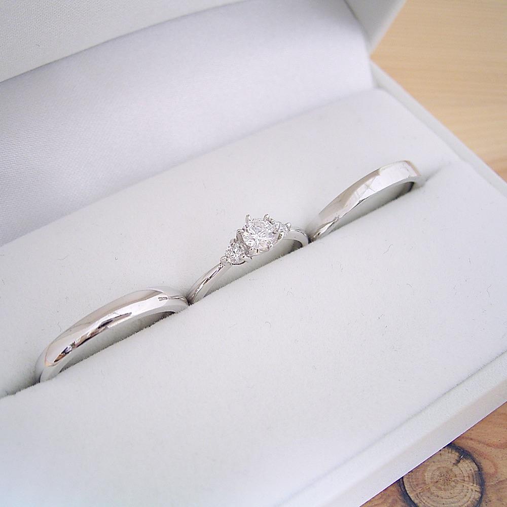 画像1: 婚約指輪・結婚指輪 ブライダルリングセット「6本爪サイドメレスリーストーンタイプの婚約指輪」 (1)