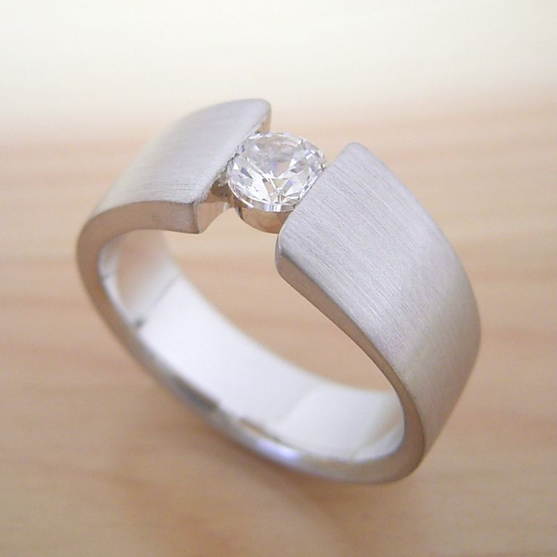 ワイドなアームの婚約指輪「極 type Book」