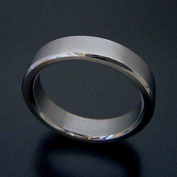 画像1: 角を落とした「面取り」が美しい結婚指輪「極(きわみ) type i」 (1)
